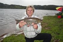 Lenka Martínková v revíru Orlické přehrady chytla bolena dravého o délce 45 centimetrů.