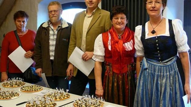 Česko-bavorská soutěž v pečení chodských koláčů v Schönsee.
