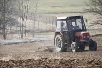 Sucho umožnilo zemědělcům včas zasít jarní ječmen.