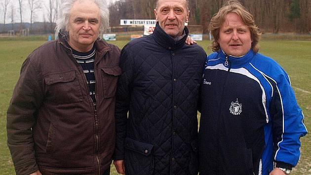 Fotbalová legenda Jan Berger s domažlickými příznivci Miloslavem Fialou a Jiřím Pojarem.
