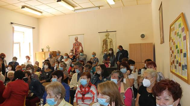 Oslavy pokračovaly v areálu školy.