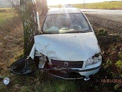 Z dopravní nehody mladé řidičky.