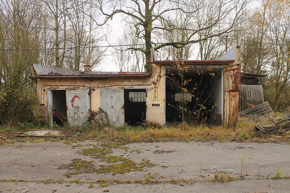 Zchátralý objekt bývalé roty v Maxově jde do dražby.