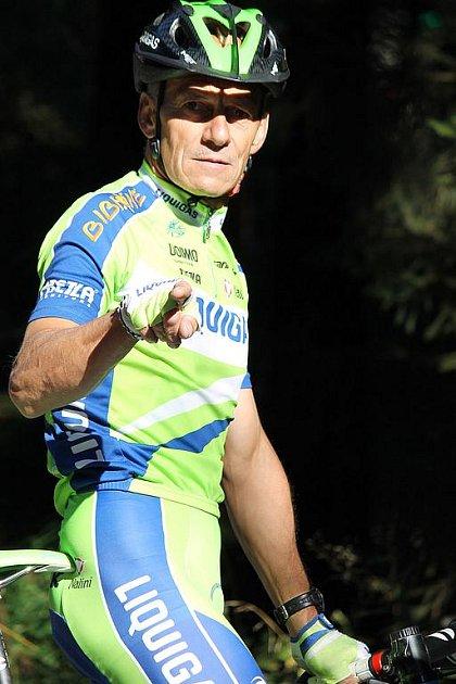 Hlubocký biker Karel Duchek na startu MTB časovky na Čerchov, v níž hájil barvy Jabkoty Kdyně.