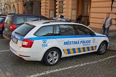 Nové služební vozidlo Škoda Octavia slouží od středy domažlickým strážníkům.