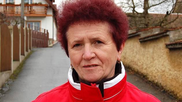 Miloslava Královcová,  Draženov  Bydlím tady od roku 1985, původně jsem z Třebnic a pak jsem žila nějaký čas v Jeníkovicích. Jsme tu spokojení, proto v Draženově zůstaly bydlet také naše děti a mám tu také tři vnoučata.