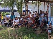Jedinou trať v České republice, kde lze pořádat závody stock - car, najdete v Domažlicích. V neděli se tam opět závodilo.