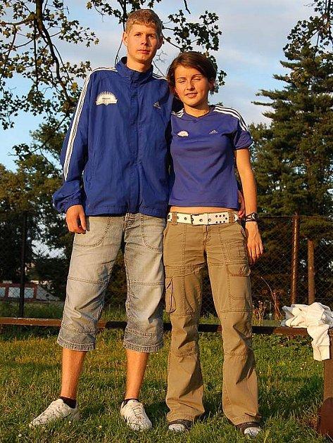 Mladí domažličtí běžci Jiří Voják a Kateřina Beroušková .