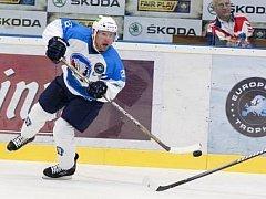 EVROPSKÝ LED. Plzeňský  útočník Ondřej Kratěna (na snímku) si dnes zahraje znovu proti Oulu, kde před lety slavil zisk finského titulu.