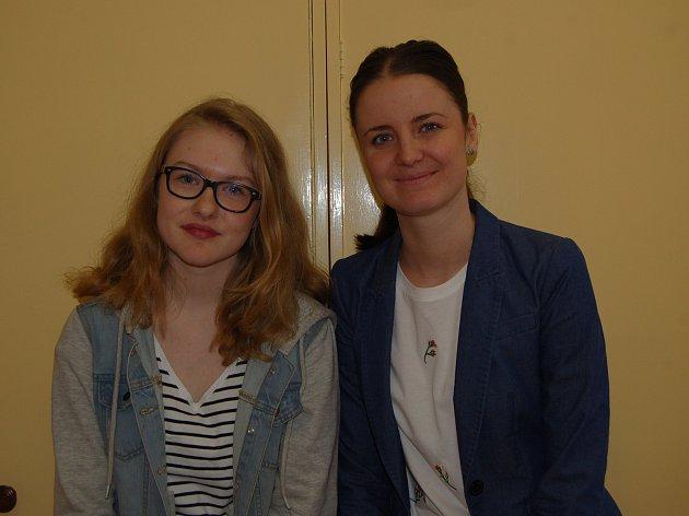 Michaela Luisa Reháková se svojí učitelkou angličtiny Zuzanou Matulkovou.