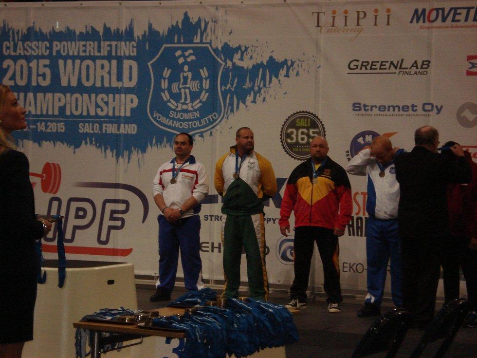 Siláci z Fitness Clubu Staňkov reprezentovali Českou republiku na Mistrovství světa v silovém trojboji ve finském Salo.