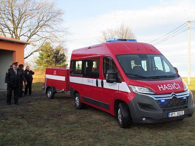 Hasiči zVelkého Malahova dostali nové auto.