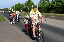 PO ŠESTNÁCTÉ NA KOLECH Z PLZNĚ DO ŘEZNA. Jeli dříve narození i ti nejmenší cyklisté.
