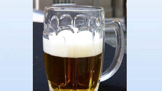 Půllitr s pivem. Ilustrační foto.