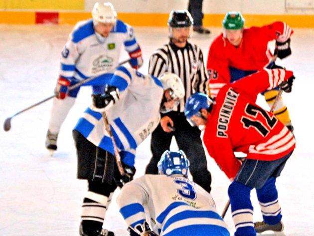 VEDOUCÍ TÝM CHODSKÉ LIGY. Po víkendovém jedenáctém kole se na první příčce tabulky Chodské hokejové ligy ´uhnízdil´domažlický HC Rakon.