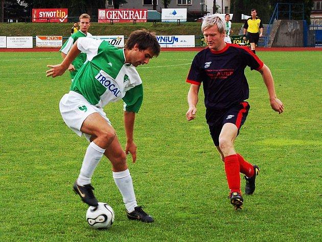 Třetí místo na turnaji vybojovali hráči chorvatského Pakracu (v zelenobílém), když porazili rakouský Furt 2:1.
