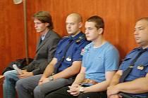 Lukáš Narovec a Roman Korčík se zodpovídali před soudem za loupežné přepadení.