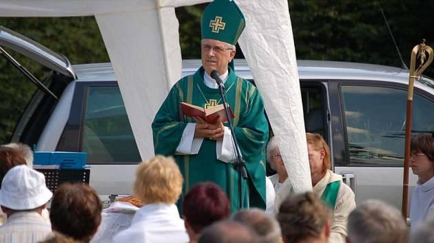 Tradiční horskou mši na Čerchově celebroval v neděli plzeňský biskup František Radkovský