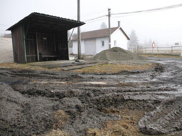Na stavební práce kanalizace v Krchlebech naváže budování průtahu obcí.