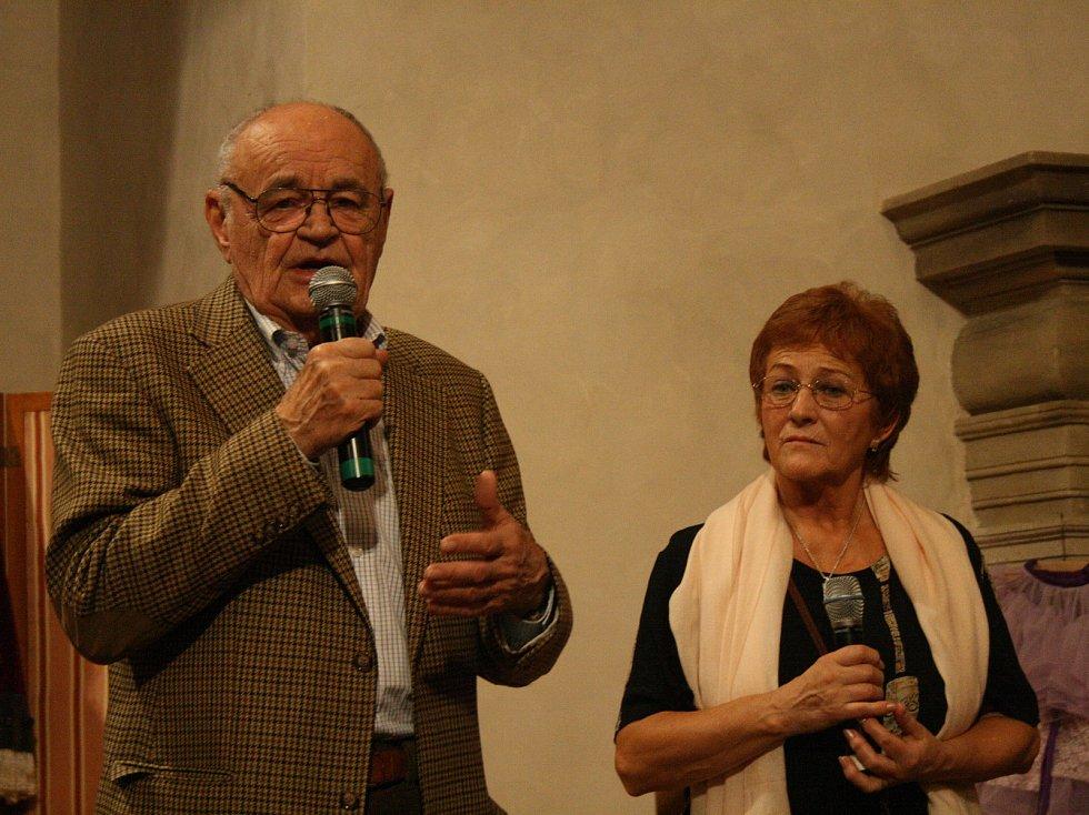 Václav Vorlíček na Domažlicko zavítá každý rok. V roce 2016 v Domažlicích dokonce pokřtil víno.