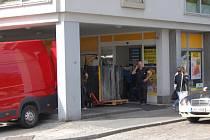 V pondělí začalo vyklízení supermarketu Albert na domažlickém náměstí.
