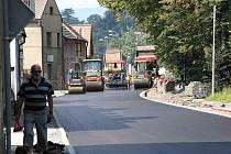 Z akce Čistá Berounka v Domažlicích. Havlíčkova ulice dostala nový asfaltový koberec..