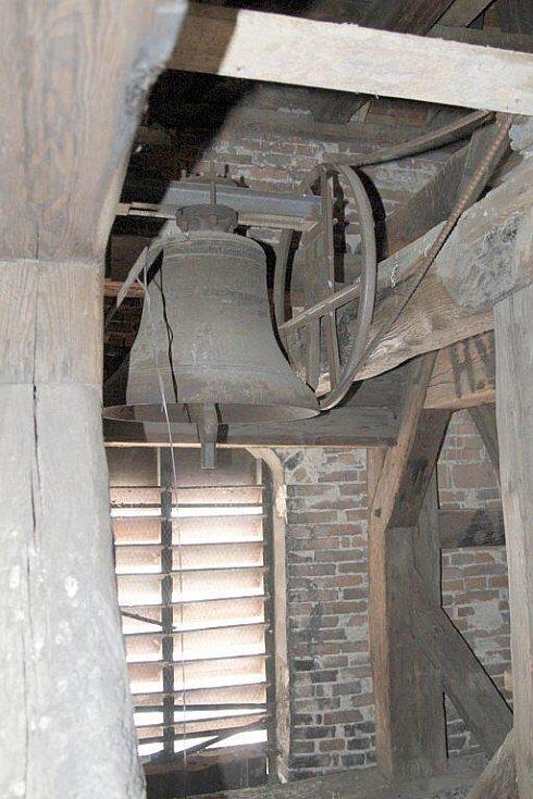 Věžní hodiny kostela sv. Apolináře v Horšovském Týně.