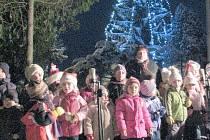 Rozsvícení vánočního stromu v Kvíčovicích.
