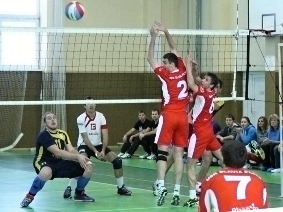 Volejbalové derby mezi Jiskrou Domažlice a USK Slavia Plzeň.