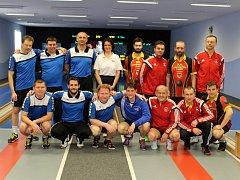 Na snímku z utkání s Táborem zleva Jiří Benda, Václav Kuželík ml. a Jindřich Dvořák. Dole jsou Tomáš Timura, David Machálek, Viktor Pytlík a Michael Kotal.