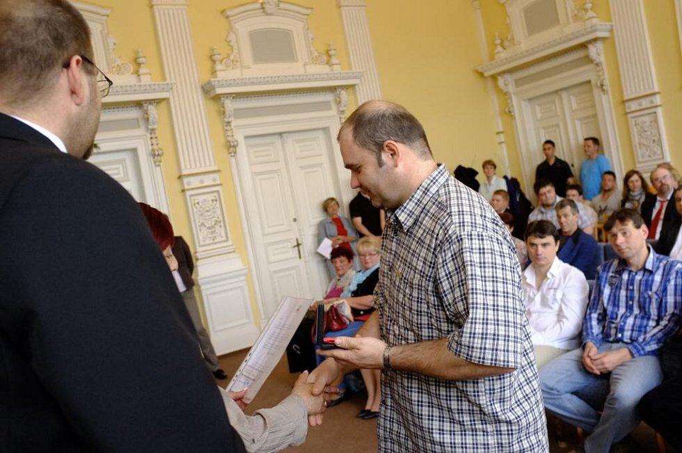 Oceňování dárců krve v Domažlicích.