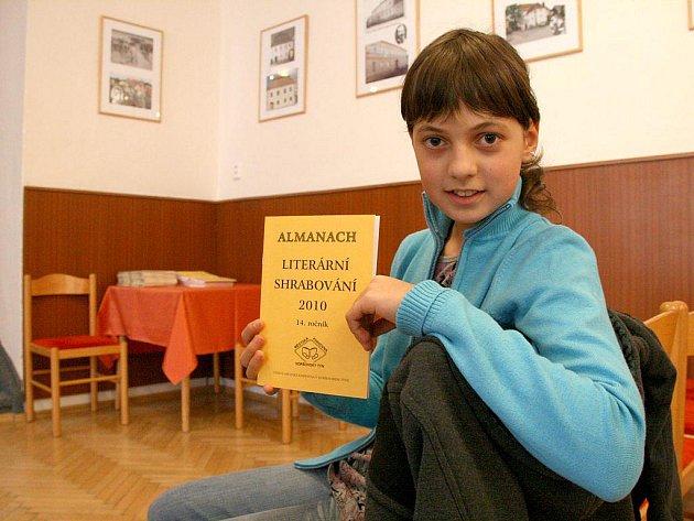 Natálka Mayahová. Jedenáctiletá dívenka do almanachu přispěla již počtvrté.