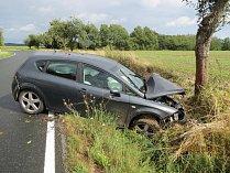 Na voze vznikla škoda za 80 tisíc korun a řidička utrpěla zranění.