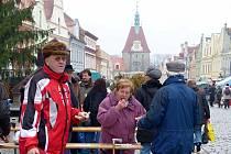 V Domažlicích dnes začaly Vánoční trhy a konaly se současně s tradičními středečními.