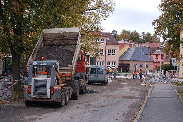 Z průběhu výstavby nového mostu v ulici Npor. O. Bartoška v Domažlicích.