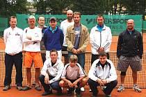 TENISOVÁ DOTIKO TOUR pokračovala o víkendu turnajem v Domažlicích. Na snímku jsou aktéři dvouher.