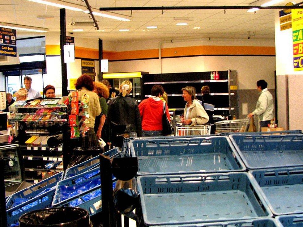 Před uzavřením prodejny Albert se uskutečnily výprodeje zboží.