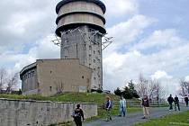 VELKÝ ZVON leží v 863 metrech a nachází se tam mj. nepřístupná vojenská věž.