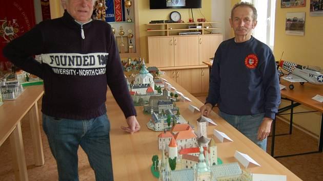Výstava v opravené hasičské klubovně v Pocinovicích.