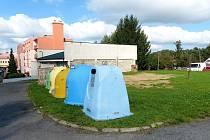 Místo pro budoucí hřiště PROSTOR PRO BUDOUCÍ HŘIŠTĚ je na sídlišti na místě stávajícího mezi kotelnou a bytovým domem s vchody č. 40 a 41.