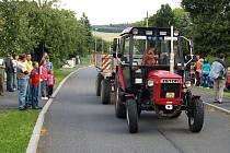 Couvání traktorů v Libkově.
