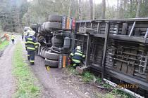 Nehoda kamionu u Závisti.