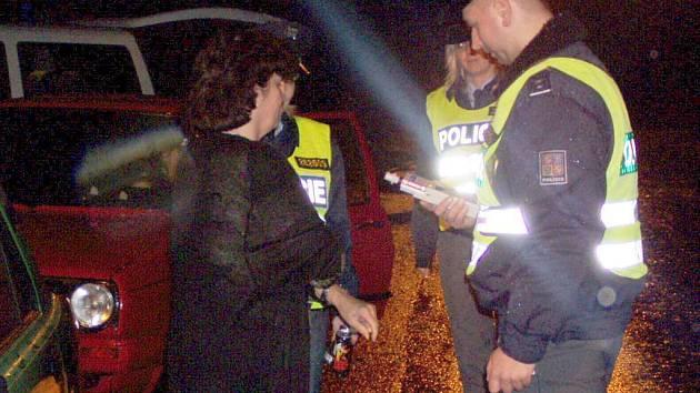 Noční bezpečnostní akce domažlických policistů