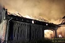 Požár zemědělského objektu u Luženiček.