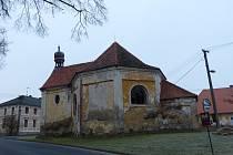 Kaple sv. Judy Tadeáše ve Štítarech. Na kapli zasvěcenou apoštolovi, jenž je patronem v těžké nouzi a zoufalé situaci, je smutný pohled.