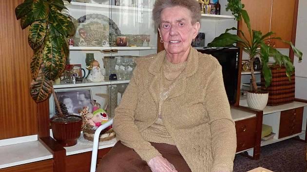 GABRIELA MASOPUSTOVÁ. Seniorka je sice upoutána na vozík, ale hlavu by jí mohli závidět daleko mladší.