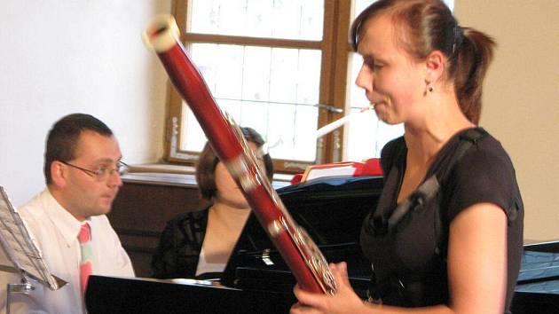 Anna Bownik účastnice letního hudebního kurzu v Domažlicích, ohromila diváky  hrou na fago