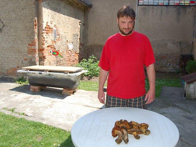 PAVEL KOLDA, amatérský mykolog z Domažlic.