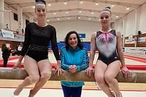 Markéta Dufková, trenérka Jana Gibfriedová a Vanessa Kocková.