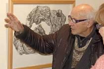 Ervín Ježek na vernisáži v domažlické Galerii bratří Špillarů v roce 2011.